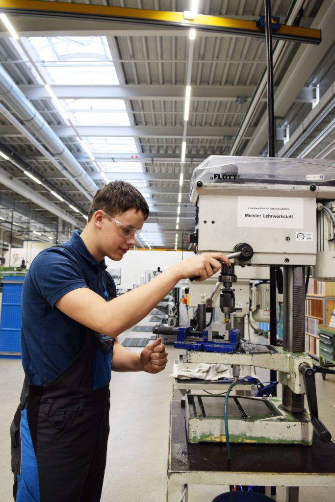 Industriemechaniker_Bohrmaschine