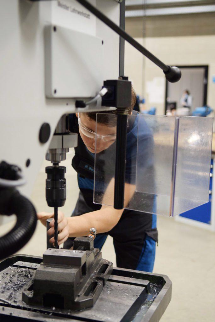Industriemechaniker_Bohrmaschine2